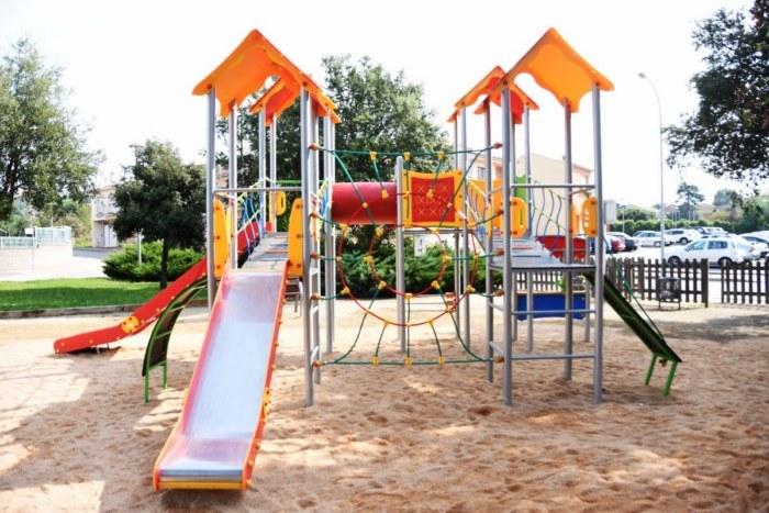 Estrenado el parque infantil en Cassà de la Selva