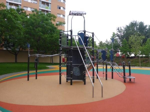 Remodelación del pavimento en torreta multijuego 2 de metal