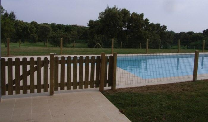Vallas de madera tratada para piscinas como medida de protecci n santaul ria equipamientos urbanos - Vallas de madera para piscinas ...